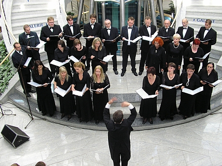 """561a2f36cd Chór """"Bel Canto"""" powstał w 1996 roku. Jego założycielem i dyrygentem jest –  Jan Połowianiuk"""
