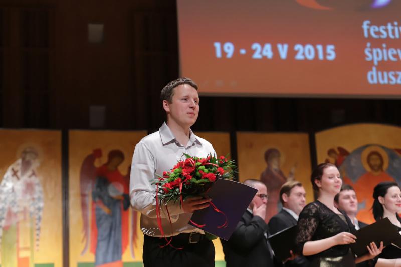 Dyrygent Aleksiej Szamrycki dziękuje za gorące przyjęcie występu