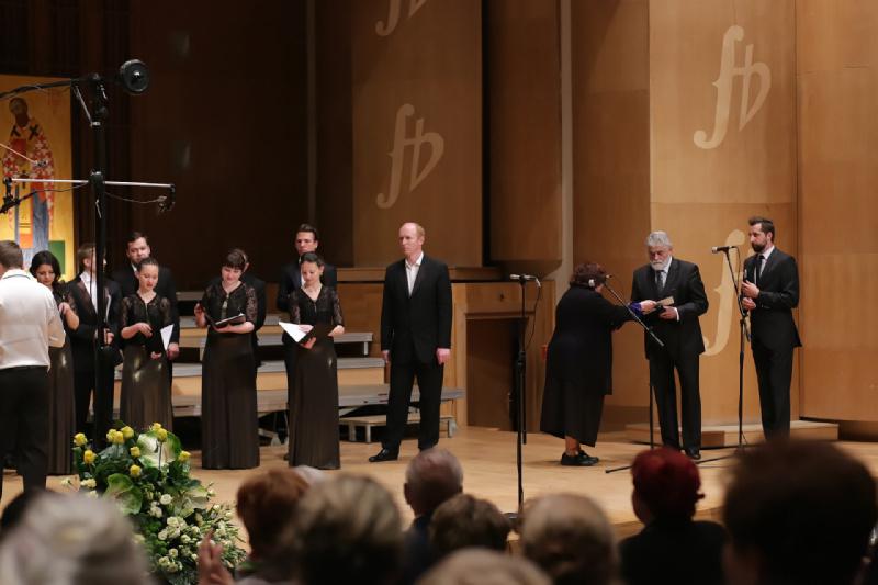 Łesia Dyczko wręcza Order Narodowej Akademii Muzyki im. P. Czajkowskiego w Kijowie Mikołajowi Buszko Dyrektorowi Festiwalu