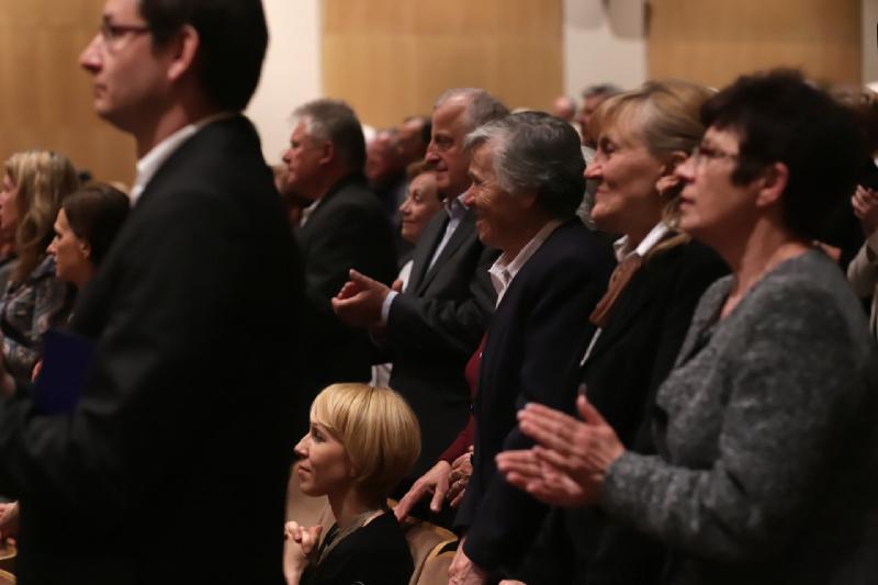 Owacje na stojąco wyrażone przez festiwalową publiczność