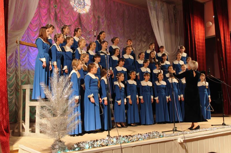 Wzorcowy Chór Państwowej Świetłogorskiej Dziecięcej Szkoły Sztuk  Świetłogorsk, Białoruś  Dyryguje: Regina Kotwickaja