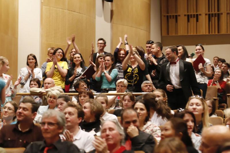 Radość chórzystów z Ternopola po usłyszeniu informacji o zajęciu drugiego miejsca w swojej kategorii
