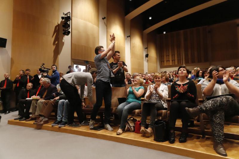 Radość chórzystów z Filharmonii Katowickiej