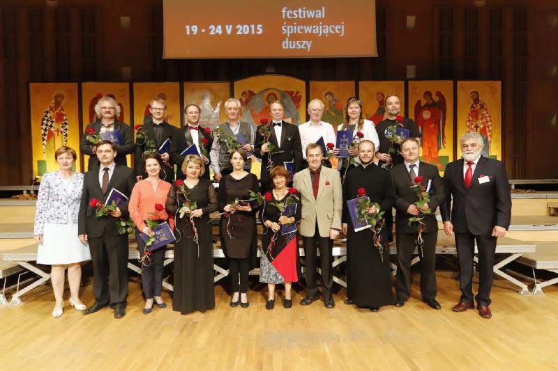 Dyrygenci- Laureaci wraz z Romualdem Twardowskim, przewodniczącym jury oraz Mikołajem Buszko, Dyrektorem Festiwalu i Ireną Parfieniuk, Dyrektorem Biura Organizacyjnego