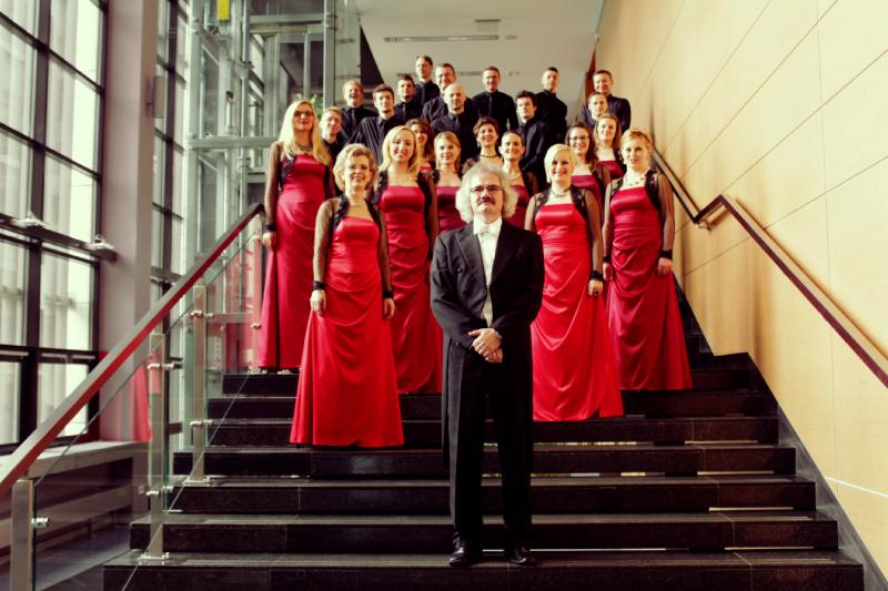 """Chór Filharmonii Częstochowskiej """"Collegium Cantorum""""  Częstochowa, Polska  Dyryguje Janusz Siadlak"""