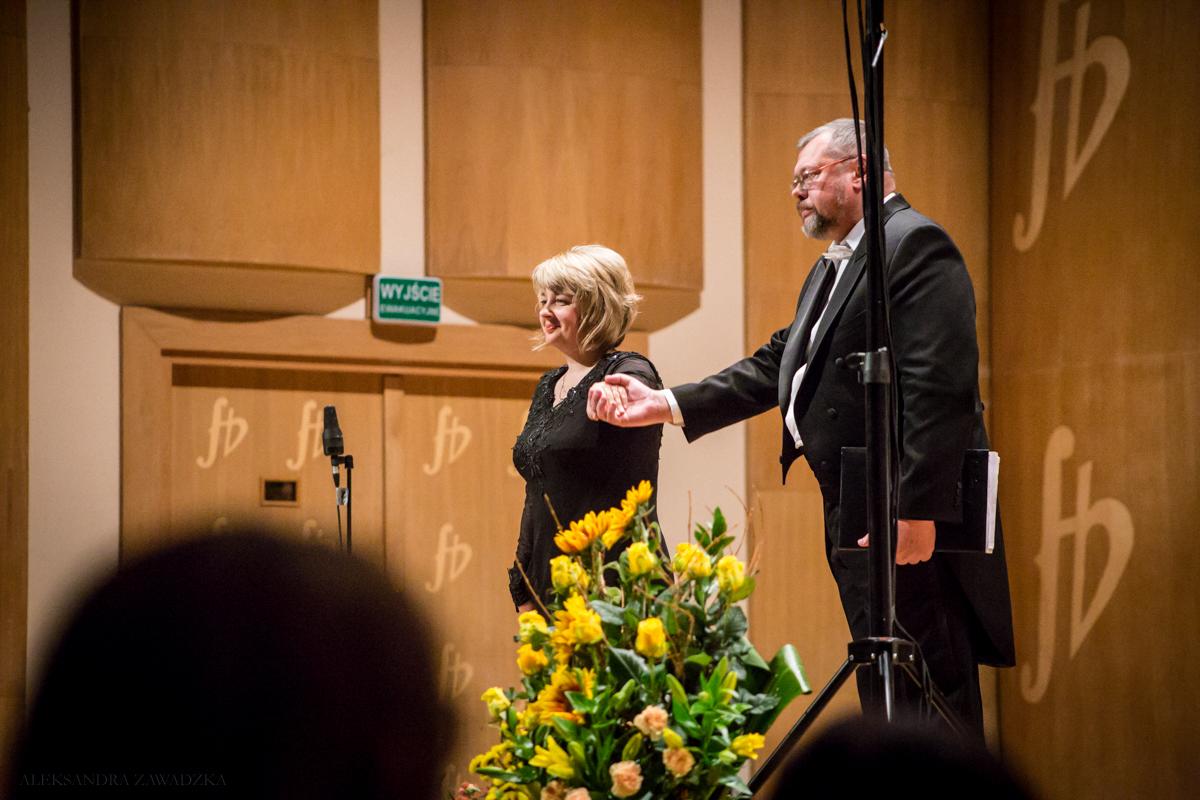 Julia Tkacz, dyrygentka Chóru Narodowego Radia Ukrainy w Kijowie, z solistą Leonidem Zawiriuchinem